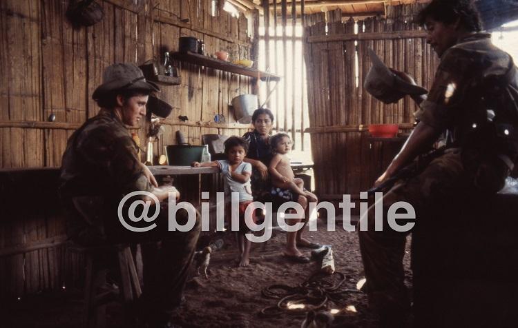 """Cómo Bill Gentile se familiarizó con los mandos del Batallón de Lucha Irregular, """"Simón Bolívar"""""""